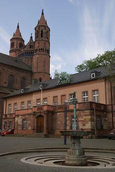 Worms, Schlossplatz und Westchor des Doms St. Peter (Schlossplatz and west choir of St. Peter's Cathedral)