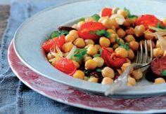 Cizrnový salát s rajčaty a chorizem Chorizo, Fruit Salad, Cantaloupe, Food And Drink, Ethnic Recipes, Fruit Salads