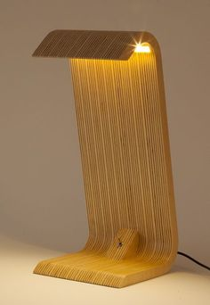 Masa Lambası / Desk lamp / Tischleuchte on Behance Table Lamp Wood, Wooden Lamp, Plywood Table, Cool Lamps, Unique Lamps, Best Desk Lamp, Grande Lampe, Large Lamps, Applique