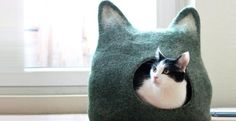 Design per i gatti. Le misure vanno dalla S alla XXL. Nella foto la versione L (l 40cm, p 32cm, h 33cm). Per i colori è necessario contattare il sito di e-commerce etsy.com.