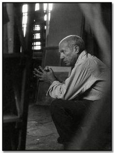 Brassai: Picasso en su estudio de calle grande - Augustins, París, 1948