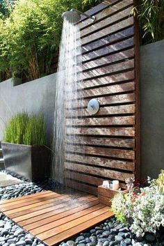 47 Awesome outdoor bathrooms leaving you feeling refreshed An outdoor bathroom can be a great addition to your backyard, whether you use after swimming in the pool, working in your garden or just to enjoy nature. Backyard Patio, Backyard Landscaping, Patio Fan, Landscaping Ideas, Backyard Landscape Design, Patio Design, Pergola Diy, Outdoor Bathrooms, Outdoor Showers