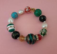 f0eaea770 Pulsera elástica de perlas barrocas blancas con bolas de cristal y ágatas  multicolor. Medida de muñeca de 17 a 20 cm. 19