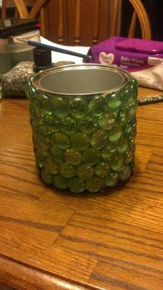 baby formula can and green & blue glass beads with a hot glue gun for kids bathroom holder Baby Formula Containers, Baby Formula Cans, Baby Food Containers, Baby Food Jars, Glue Gun Crafts, Tin Can Crafts, Crafts For Kids, Formula Can Crafts, Diy Cans