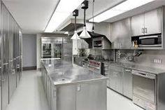 Resultado de imagem para belas cozinhas com tema de metal inox
