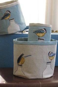 Beautiful fabric bowl decorated with cheeky Blue di mydearemma Freehand Machine Embroidery, Free Motion Embroidery, Machine Embroidery Applique, Sewing Art, Sewing Crafts, Sewing Projects, Fabric Art, Fabric Crafts, Bird Fabric