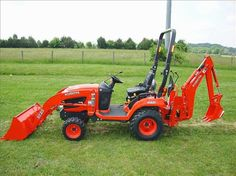 The 2016 Kubota would be perfect for the vineyard. Small Tractors, Compact Tractors, Potato Digger, Garden Tractor Attachments, Tractor Pictures, Kubota Tractors, Work Train, Tractor Implements, Tractor Mower