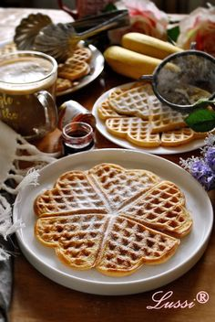 Lussi`s World of Artcraft: Леки и хрупкави гофрети / Light and Crispy Waffles My Recipes, Dessert Recipes, Cooking Recipes, Favorite Recipes, Desserts, Crispy Waffle, Bulgarian Recipes, Lidl, Waffles