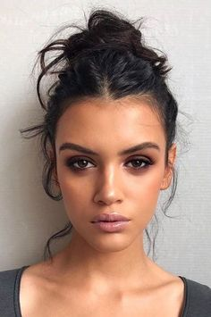 42 Face Slimming Hairstyles That Will Make You Confident AF - Natural Makeup Light Simple Makeup, Natural Makeup, Classy Makeup, Smokey Eye Makeup, Face Makeup, Smoky Eye, Sultry Makeup, Natural Smokey Eye, Hair And Makeup