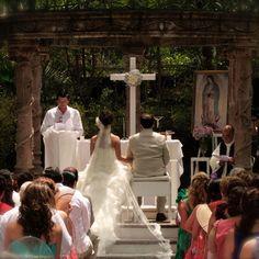 Renta de Kit religioso ,reclinatorios ,virgen y cruz.