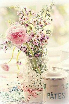 Flores #flores color pastel #pasteles. Simple doily around a plain jar or vase, add a pretty ribbon.