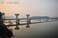 The beautiful escape of the setting sun is goning up between Sangju reservoir at Nakdong river