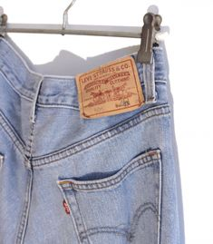 Jeans Levi's 505 W31 L36  #brandleyvintage #vintageclothing #clothes #tshirt #jeans #levis #shoponline  #outfit #fashion #vintage #conmuchorollo Jeans Levis, Levis 505, Vintage Outfits, T Shirt, Pants, Clothes, Fashion, Supreme T Shirt, Trouser Pants