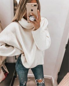 Cozy oversized white knit sweater with trendy ripped denim jeans. 2019 Cozy oversized white knit sweater with trendy ripped denim jeans. The post Cozy oversized white knit sweater with trendy ripped denim jeans. 2019 appeared first on Sweaters ideas. Winter Outfits For Teen Girls, Fall Winter Outfits, Winter Fashion, Winter Dresses, Winter Clothes, Winter Shoes, Winter Wear, Jean Jacket Outfits, Sweater Outfits