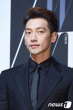[9 images][2 clips] Rain at W Korea Magazine's 10th Breast Cancer Awareness Charity Event. (10/27)