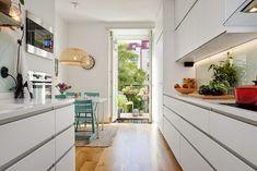 """Branco nos armários da cozinha  Inspire-se, """"brinque"""" e crie a sua cozinha dos sonhos!"""