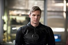 """'Zoom' Reveals Himself In New Promotional Stills From THE FLASH Season 2 Episode 18: """"Versus Zoom"""""""
