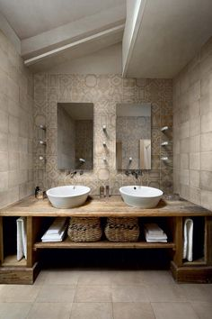 Great Photos Rustic Bathroom cabinets Ideas Some sort of rustic bathroom is often characterised through exciting quirks plus the application of Bathroom Inspiration, Porcelain Wood Tile Bathroom, Bathroom Interior, Bathrooms Remodel, Bathroom Decor, Bathroom Design, Rustic Bathroom Vanities, Primitive Bathrooms, Tile Bathroom