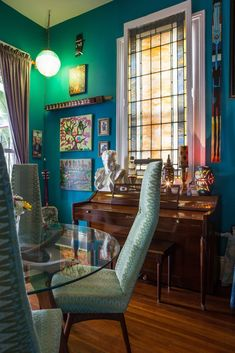House Tour: A Colorful, Art-Filled New Orleans Home | Apartment Therapy