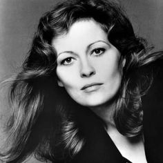 Dunaway Photograph - Faye Dunaway, 1980 by Everett Faye Dunaway, Hollywood Stars, Classic Hollywood, Old Hollywood, Thomas Crown Affair, Classic Movie Stars, Star Wars, Iconic Movies, Best Actress