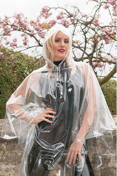 Yvonne in a clear PVC Cape  #regenmantel #Rainwear #Raincoats #Style #Fashion