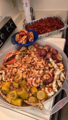 Seafood Boil Party, Seafood Boil Recipes, Seafood Dinner, Cajun Seafood Boil, Junk Food, Food Porn, Boiled Food, Food Obsession, Carne Asada