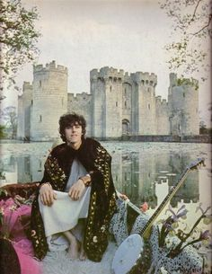 oooh the wonderful Donovan in mystical bard pose, misty castle in the background, sigh