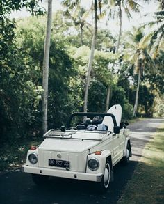 Get a convertible beach car and cruise around Hawaii and tropical countries on a. Get a convertible beach car and cruise around Hawaii and tropical My Dream Car, Dream Cars, Cute Cars, Retro Cars, Island Life, My Ride, New Wall, Van Life, Classic Cars