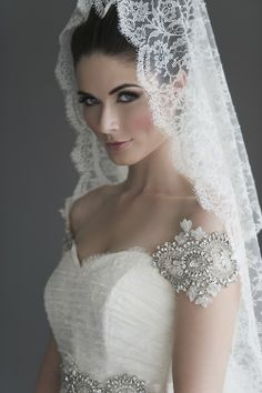 To veil or not to veil? Love all the lace #weddings #beautiful