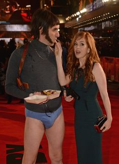 Pin for Later: Sacha Baron Cohen and Isla Fisher Have the Strangest Red Carpet Date in History Red Carpet 2016, Sacha Baron Cohen, Isla Fisher, Celebs, Female Celebrities, Beautiful Redhead, Celebrity Couples, Comedians, Redheads