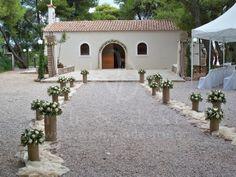 #γαμος στολισμός εκκλησίας με λευκο τριανταφυλλο και ελιά