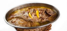 Besugo+al+horno Spanish Food, Pork, Beef, Fish, Recipes, Fish Recipes, Potatoes, Spanish Kitchen, Onion