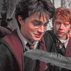 Harry James Potter, Harry Potter Hermione, La Saga Harry Potter, Ron And Harry, Daniel Radcliffe Harry Potter, Harry Potter Icons, Mundo Harry Potter, Harry Potter Tumblr, Harry Potter Pictures