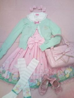 Cute coord!!!!  Makes me think of Easter~  .//w//.