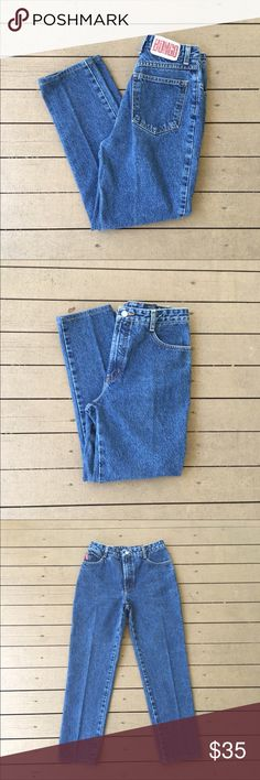 Vintage BONGO High Waist Tapered Mom Jeans Sz 27 Super cute!  Slight fraying which is perfect to add to the perfect look of these jeans.  Waist measures 28, but I am a 26 and can almost fit, so these would be a 27. :) 11 inch rise, 36 inch hips, 26 inch inseam. :)  Feel free to offer!  🐶🐶 Pet friendly home! BONGO Jeans Ankle & Cropped