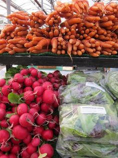 Help run a winter farmers' market. Submitted by @leduesorelle.