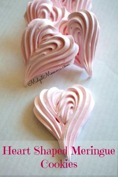 Strawberry Meringue cookies are a light, airy tasty cookie that are easy to make and only need 5 ingredients! These strawberry meringue cookies are perfect for a Valentine's Day treat when you shape them like hearts! Valentine Desserts, Valentines Day Cookies, Mini Desserts, Valentines Day Treats, Kids Valentines, Plated Desserts, Christmas Cookies, Valentine Cake, Birthday Cookies