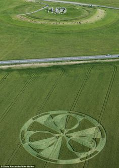 The huge 200ft diameter crop circle appeared in a field of wheat alongside Stonehenge ......................... www.dailymail.co.uk