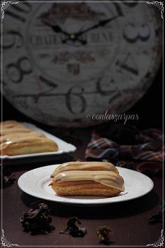 Eclairs de café {by Paula, Con las Zarpas en la Masa} Eclairs, Profiteroles, Cupcakes, Churros, Macarons, Waffles, Bakery, Pie, Coffee