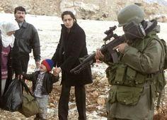 palestinian women weeping war | Il soldato israeliano e il bimbo palestinese da REUTERS / Mahfouz Abu ...