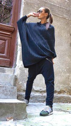 New Grey Hooded Knit Poncho / Extravagant Fully Knit par Aakasha