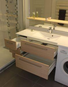Intégrer subtilement sa machine à laver à sa salle de bain, c'est souvent un casse-tête. Nous avons relevé le défi avec ce meuble sur mesure !