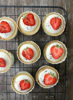 10 sommerlige, sukkerfri kaker - LINDASTUHAUG Norwegian Food, Nom Nom, Muffins, Diabetes, Goodies, Baking, Dessert, Eat, Breakfast