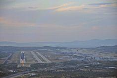 """Οταν τα φώτα ανάβουν στην πίστα. Athens International Airport """"Eleftherios Venizelos"""" ATH/LGAV"""