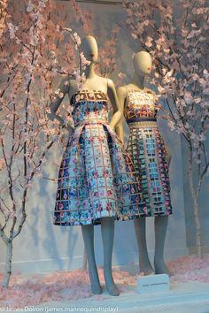 Visual Merchandising 45 Ideas Clothes Shop Interior Store Displays Visual Merchandising Shedding Som Spring Window Display, Fashion Window Display, Fashion Displays, Window Display Design, Clothing Displays, Boutique Interior, Boutique Decor, Boutique Design, Shop Interior Design
