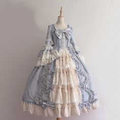 1800s Dresses, Old Dresses, Pretty Dresses, Beautiful Dresses, Vintage Dresses, Victorian Style Dresses, Victorian Gown, Victorian Outfits, Victorian Fancy Dress