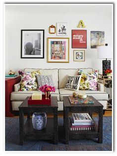 love the mix of patterns & prints in this living room