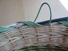 21) Obtáčená zavírka - Pedig a košíky Wicker Baskets, Weaving, Home Decor, Bushel Baskets, Interior Design, Loom Weaving, Home Interior Design, Stitches, Knitting