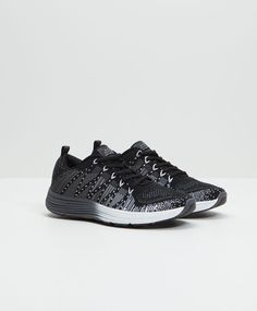 Choose the trainers that best suit you at OYSHO online. Sports 96e2ea2f6726a