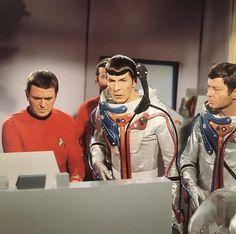 Publicity Photos - Star Trek: The Original Series Photo - Fanpop Star Trek 1966, Star Trek Tv, Star Wars, Star Trek Original Series, Star Trek Series, Science Fiction, Starship Enterprise, Star Track, Star Trek Universe